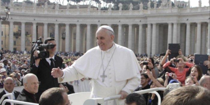 Ο Πάπας Φραγκίσκος σε ρόλο ροκ σταρ: Ετοιμάζει μουσικό άλμπουμ!