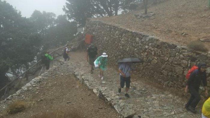 55 τουρίστες στο έλεος της κακοκαιρίας - Εγκλωβισμένοι στο Φαράγγι Σαμαριάς