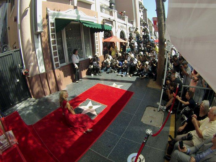 Χόλιγουντ: Απαστράπουσα η Κλαιρ Ντέινς αποκαλύπτει το άστρο της - εικόνα 8