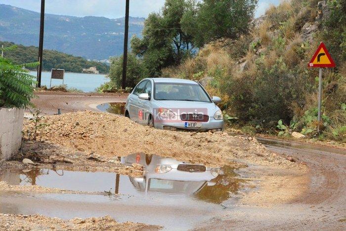 Νερά, λάσπη & μπάζα έχουν πνίξει την Κεφαλονιά (φωτό) - εικόνα 3