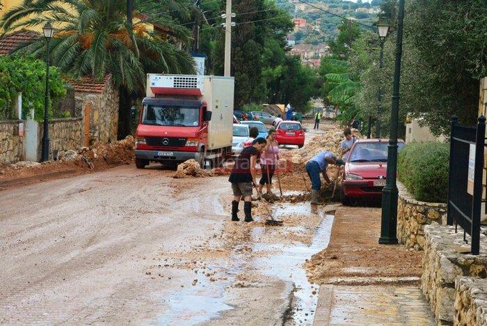 Νερά, λάσπη & μπάζα έχουν πνίξει την Κεφαλονιά (φωτό) - εικόνα 4