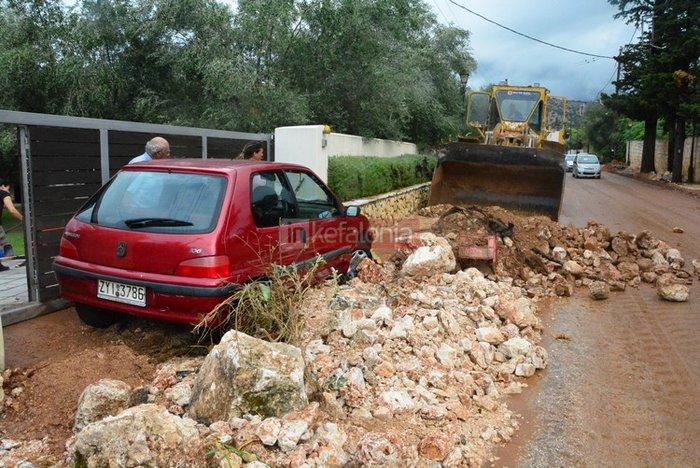 Νερά, λάσπη & μπάζα έχουν πνίξει την Κεφαλονιά (φωτό) - εικόνα 5