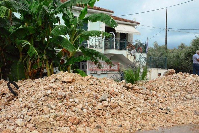 Νερά, λάσπη & μπάζα έχουν πνίξει την Κεφαλονιά (φωτό) - εικόνα 7