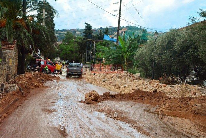 Νερά, λάσπη & μπάζα έχουν πνίξει την Κεφαλονιά (φωτό) - εικόνα 8