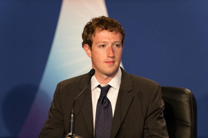 Τι υποσχέθηκε ο Ζούκερμπεργκ του facebook σε καταυλισμούς προσφύγων