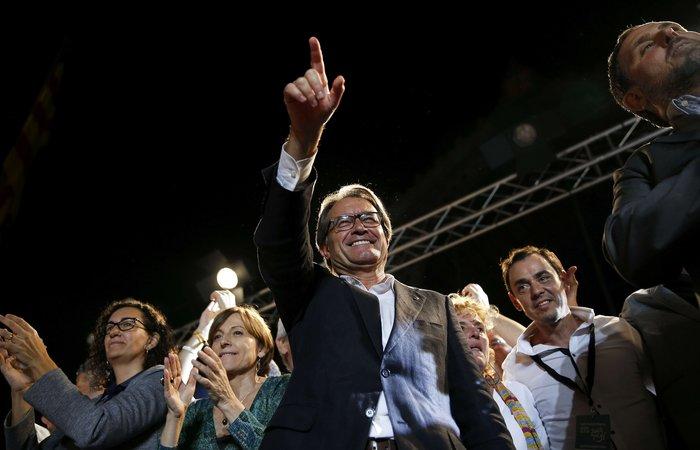 Μεγάλη νίκη των αυτονομιστών στην Καταλονία