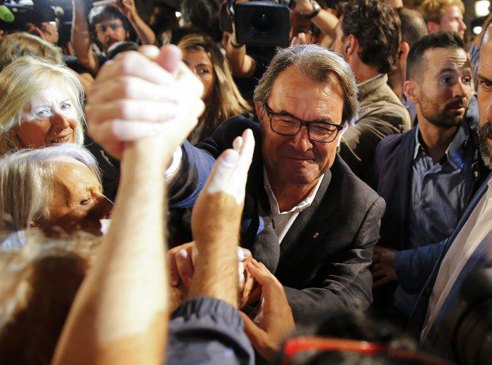 Μεγάλη νίκη των αυτονομιστών στην Καταλονία - εικόνα 4