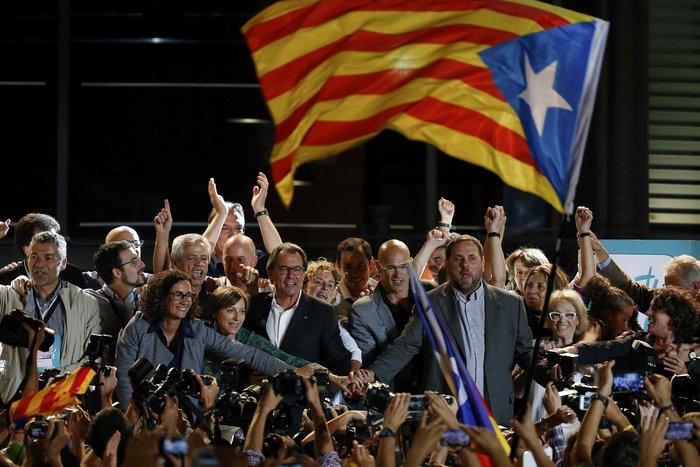 Μεγάλη νίκη των αυτονομιστών στην Καταλονία - εικόνα 8