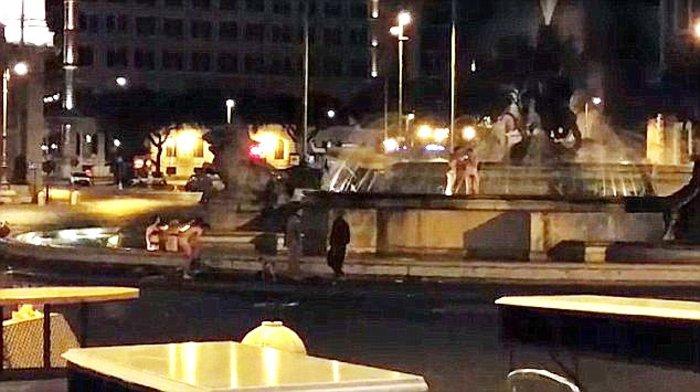 Πανικός στη Ρώμη:Αρχιτέκτονες χορεύουν γυμνοί σε μνημείο της πόλης (Βίντεο) - εικόνα 2