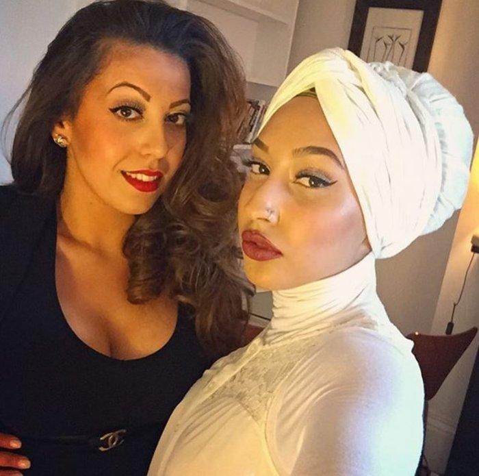 Το πρώτο μοντέλο με μαντίλα σε διαφήμιση κολοσσού της μόδας, γράφει ιστορία - εικόνα 9