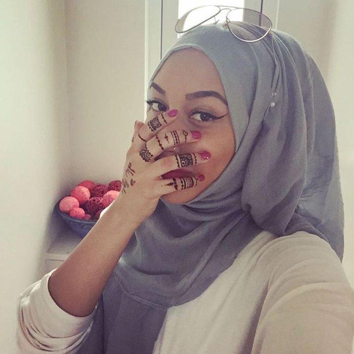 Το πρώτο μοντέλο με μαντίλα σε διαφήμιση κολοσσού της μόδας, γράφει ιστορία - εικόνα 10