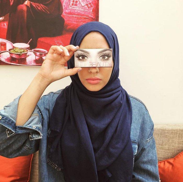Το πρώτο μοντέλο με μαντίλα σε διαφήμιση κολοσσού της μόδας, γράφει ιστορία - εικόνα 12