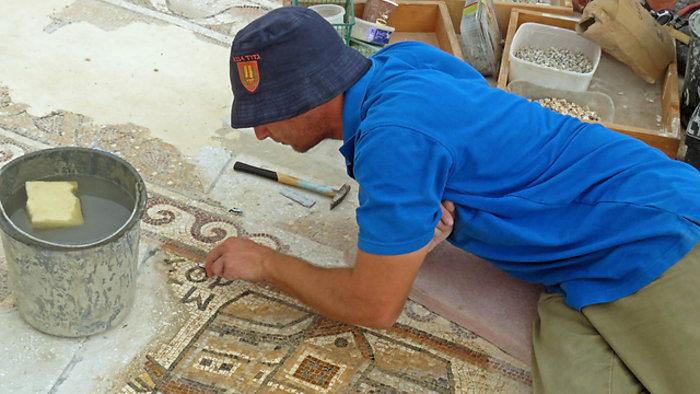 Σπάνιο βυζαντινό ψηφιδωτό 1500 ετών ανακάλυψαν αρχαιολόγοι στο Ισραήλ - εικόνα 2