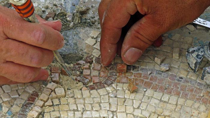 Σπάνιο βυζαντινό ψηφιδωτό 1500 ετών ανακάλυψαν αρχαιολόγοι στο Ισραήλ - εικόνα 3