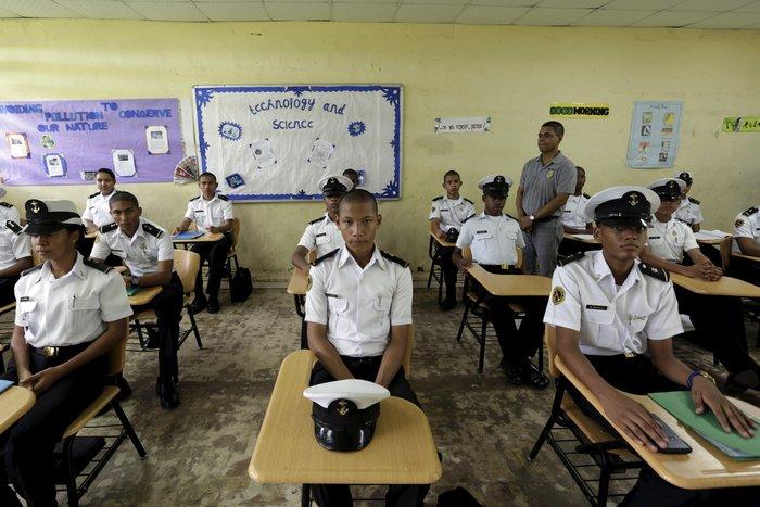 Μαθητές γυμνασίου σε πρόγραμμα ναυτικής επαγγελματικής κατάρτισης, στον Παναμά
