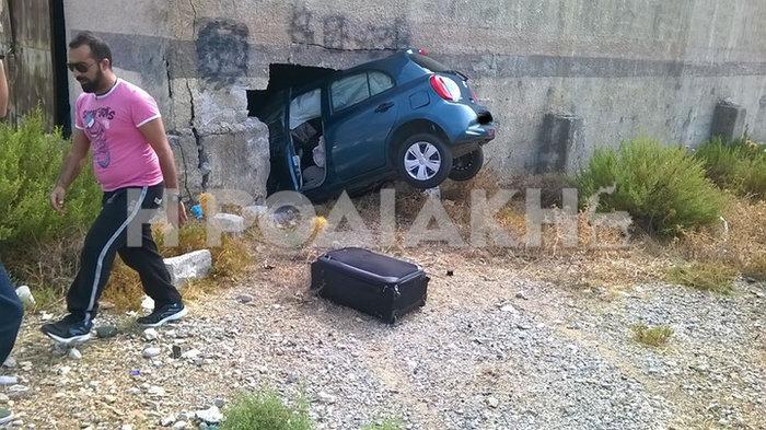 Αυτοκίνητο «μπήκε» σε τοίχο στη Ρόδο:Απίστευτη φωτογραφία