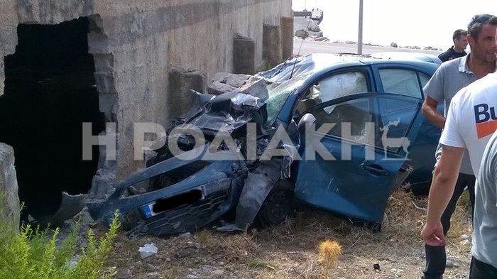 Αυτοκίνητο «μπήκε» σε τοίχο στη Ρόδο:Απίστευτη φωτογραφία - εικόνα 2