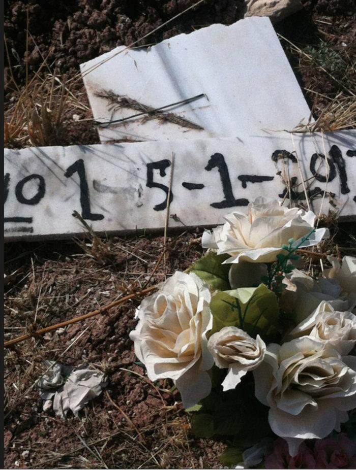 Εικόνες-γροθιά στο νεκροταφείο προσφύγων στη Μυτιλήνη - εικόνα 3