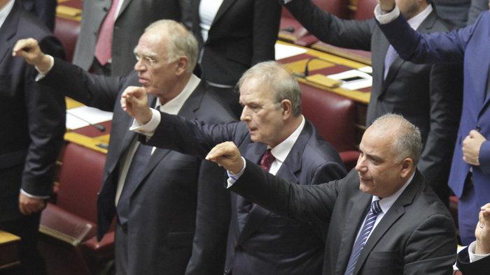 Η συγκίνηση του Λεβέντη στην πρεμιέρα του στο Κοινοβούλιο (φωτο)