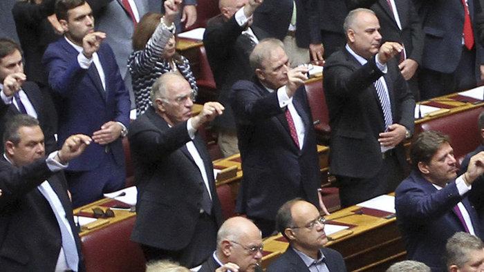 Η συγκίνηση του Λεβέντη στην πρεμιέρα του στο Κοινοβούλιο (φωτο) - εικόνα 6