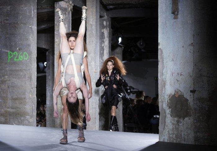 Ο εξευτελισμός των μοντέλων: Φωτογραφίες - σοκ από την εβδομάδα μόδας