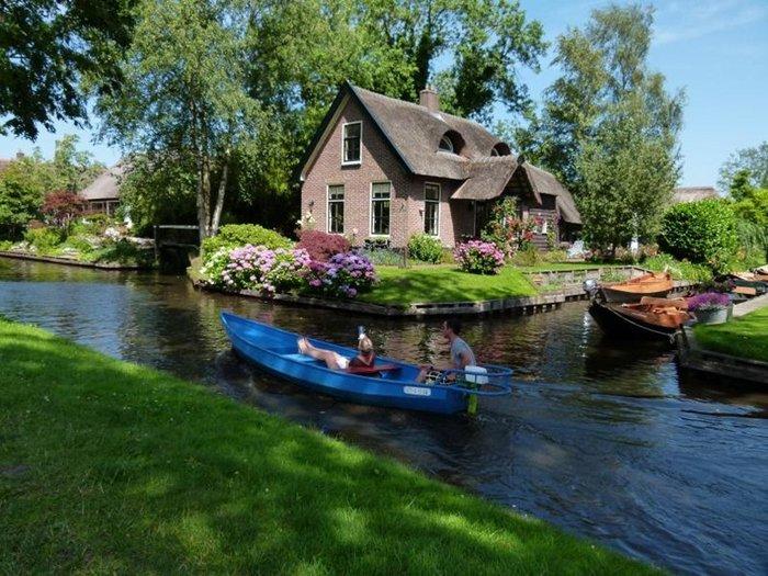 Μαγικό χωριό χωρίς δρόμους στην Ολλανδία μοιάζει βγαλμένο από παραμύθι - εικόνα 4