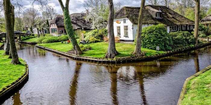 Μαγικό χωριό χωρίς δρόμους στην Ολλανδία μοιάζει βγαλμένο από παραμύθι