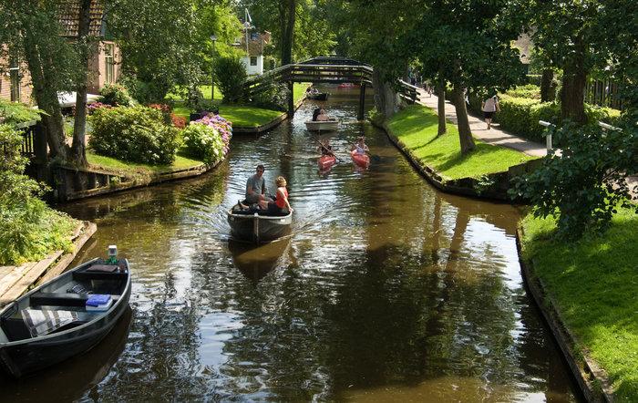Μαγικό χωριό χωρίς δρόμους στην Ολλανδία μοιάζει βγαλμένο από παραμύθι - εικόνα 2