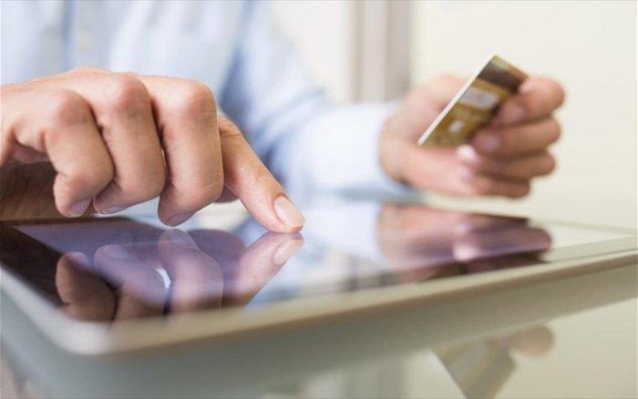 Απάτη με προπληρωμένες πιστωτικές σε βάρος καταστηματαρχών