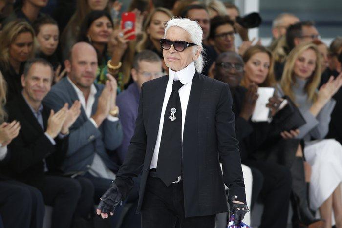 Chanel:Αριστουργηματικό αεροδρόμιο στα πόδια της Τζένερ.Μαγικές εικόνες