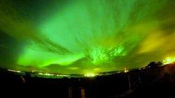 To Bόρειο Σέλας φωτίζει τον ουρανό σε ένα μαγευτικό timelapse