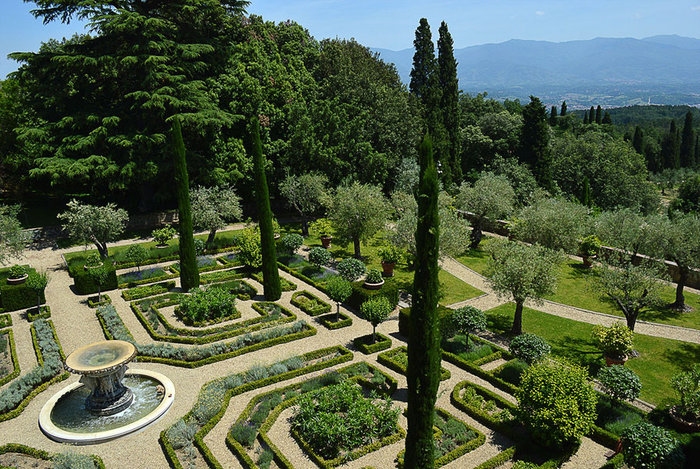 Ξενάγηση στο ειδυλλιακό «παλάτι» του Στινγκ στην Τοσκάνη - εικόνα 2