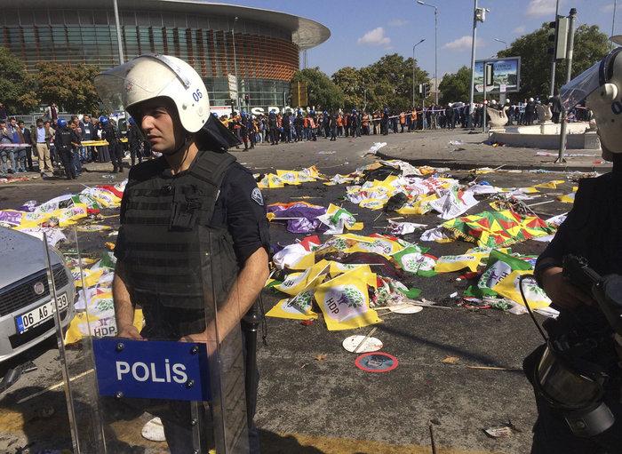 Μακελειό από έκρηξη στην Τουρκία, 95 νεκροί, 48 χαροπαλεύουν - εικόνα 6
