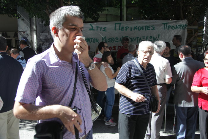 Διαμαρτυρία της Εθνικής Ομοσπονδίας Τυφλών έξω από το ΥΠΟΙΚ - εικόνα 2