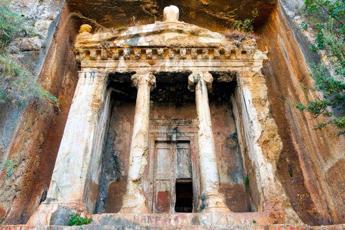 Προκλητική αδιαφορία: Τάφοι 2500 ετών έγιναν σκουπιδότοποι στην Τουρκία - εικόνα 2