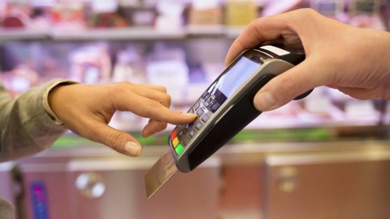 Πέντε αλλαγές στο νομοσχέδιο για το πλαστικό χρήμα, ποιες δαπάνες αναγνωρίζονται