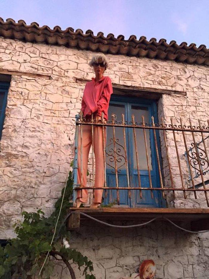 Το «στοιχειωμένο» ελληνικό χωριό όπου ζουν μόνο κούκλες! - εικόνα 3