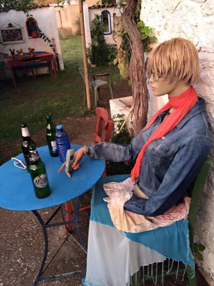 Το «στοιχειωμένο» ελληνικό χωριό όπου ζουν μόνο κούκλες! - εικόνα 6