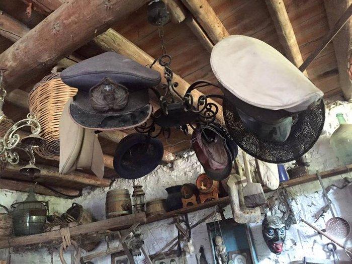 Το «στοιχειωμένο» ελληνικό χωριό όπου ζουν μόνο κούκλες! - εικόνα 11