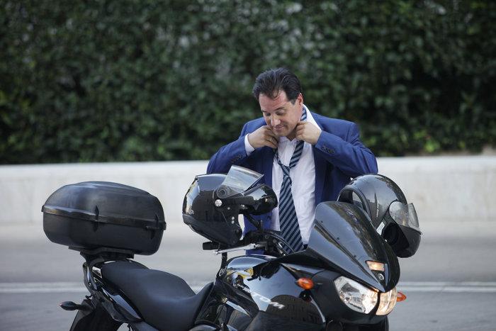 Αδωνις με στυλ Βαρουφάκη αλλά με γραβάτα! - εικόνα 3