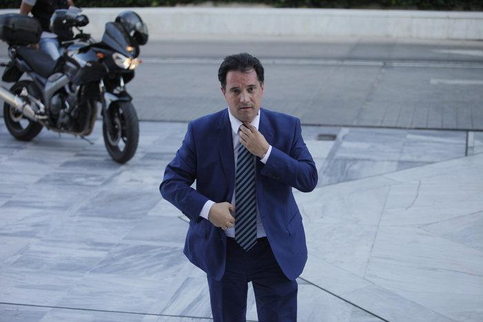 Αδωνις με στυλ Βαρουφάκη αλλά με γραβάτα! - εικόνα 5