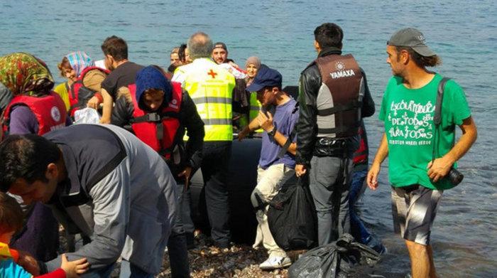 Συγκίνηση: Νεαρή πρόσφυγας γεννά στην ακτή της Λέσβου