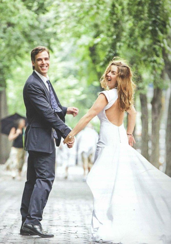 Το ζευγάρι σε μία από τις νυφικές φωτογραφίες