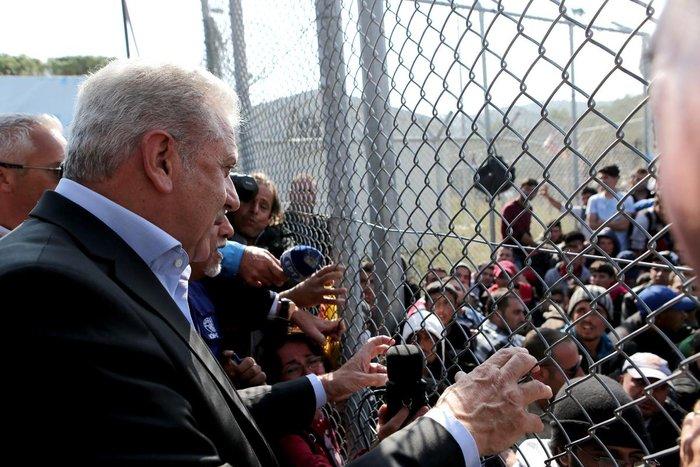 Ο Δ.Αβραμόπουλος και αξιωματούχοι της Ε.Ε βλέπουν το δράμα στη Λέσβο - εικόνα 6