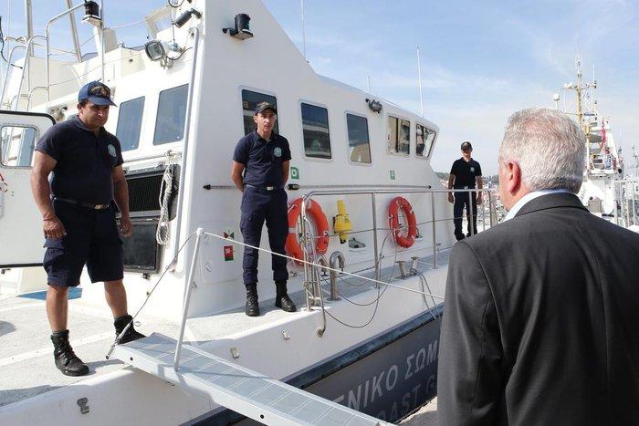 Ο Δ.Αβραμόπουλος και αξιωματούχοι της Ε.Ε βλέπουν το δράμα στη Λέσβο - εικόνα 7