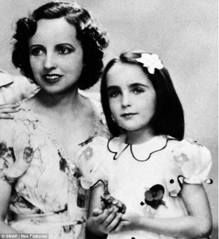 Η Τέιλορ με τη μητέρα της