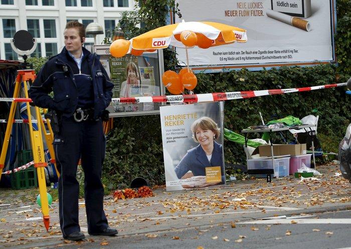 Κολωνία: Μαχαίρωσαν υποψήφια δήμαρχο σε προεκλογική βόλτα