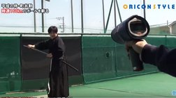 Ο σαμουράι & το ξίφος που κόβει στη μέση μπαλάκι τένις (video)