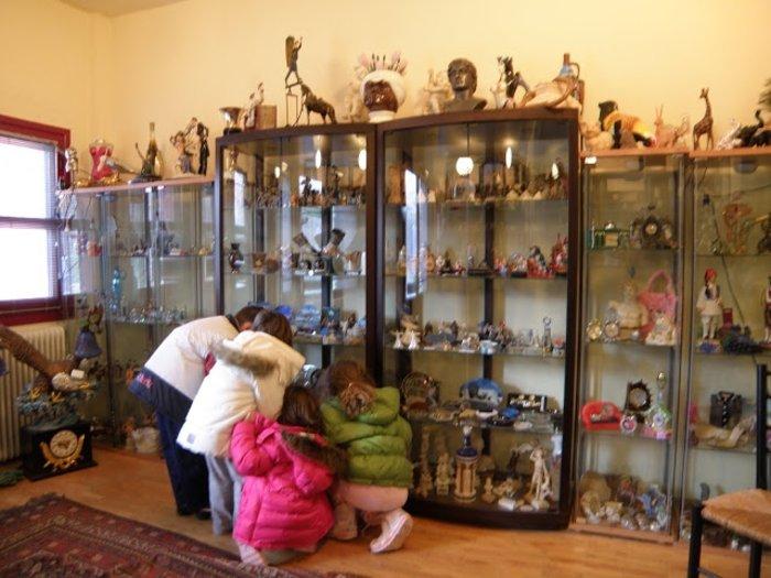 Ο Μπουτάρης κάνει το κιτς ...cult με απίστευτη συλλογή στο Γιαννακοχώρι - εικόνα 7