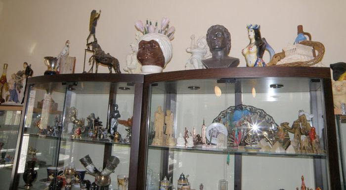Ο Μπουτάρης κάνει το κιτς ...cult με απίστευτη συλλογή στο Γιαννακοχώρι - εικόνα 9